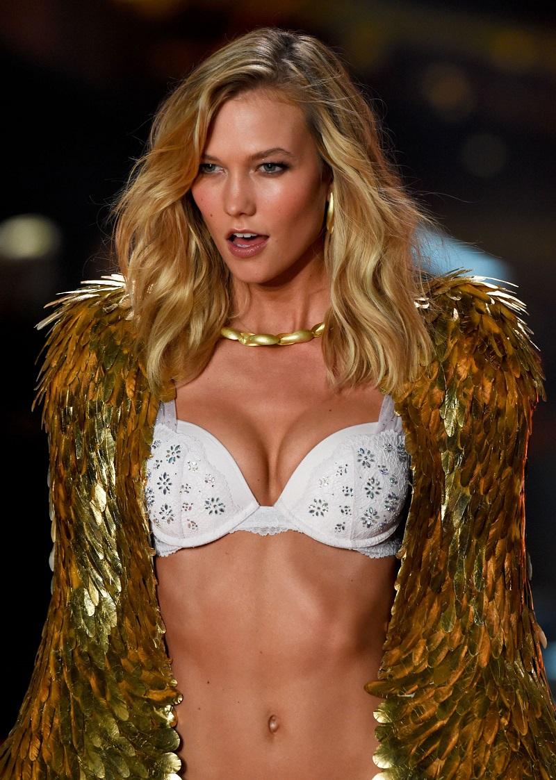 Модель Карли Клосс на Victoria's Secret