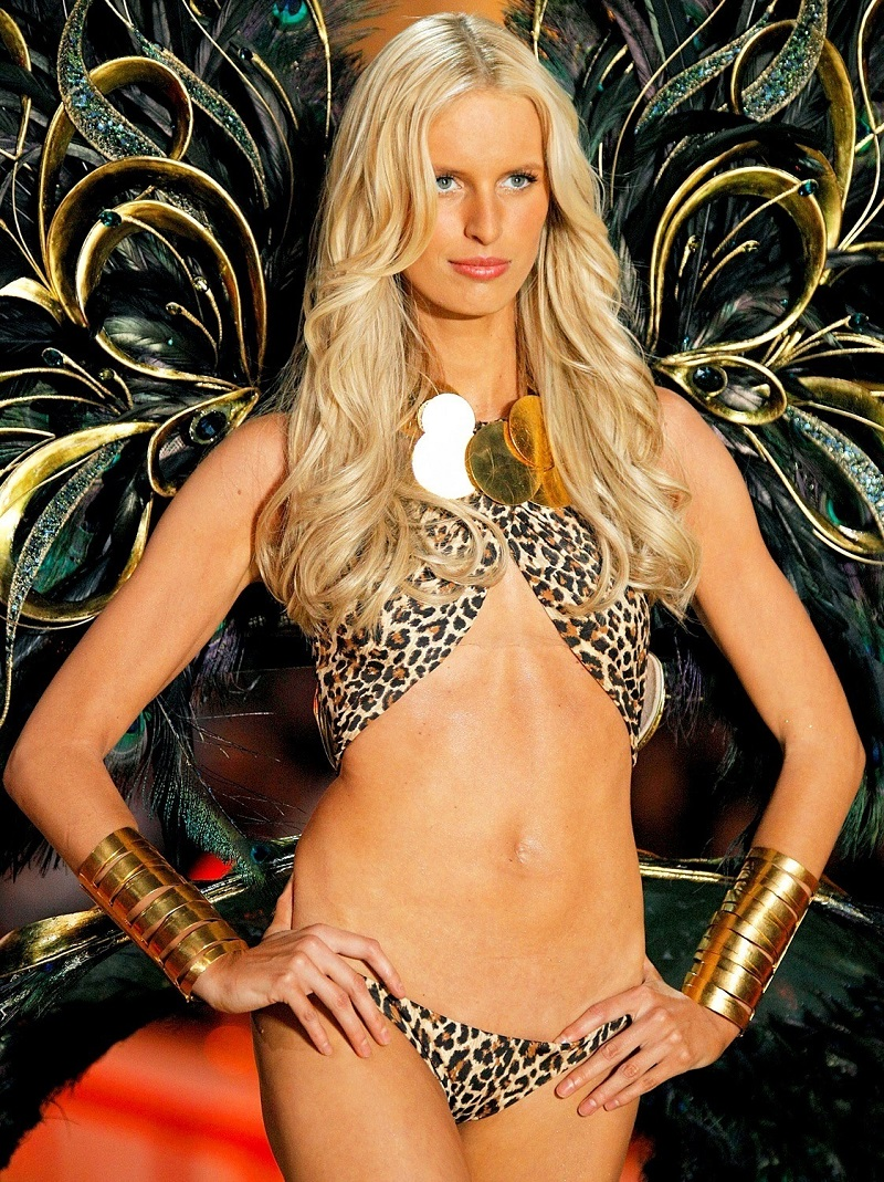 Karolina Kurkova на Victoria's Secret Fashion Show