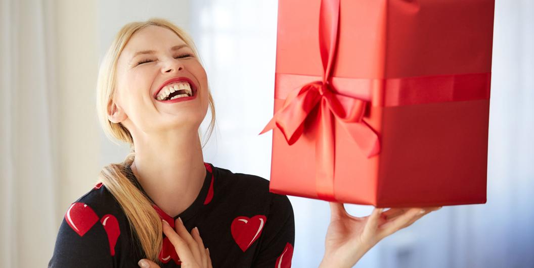 Что подарить девушке