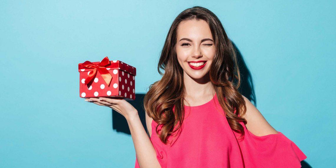 Подарок девушке на Новый год